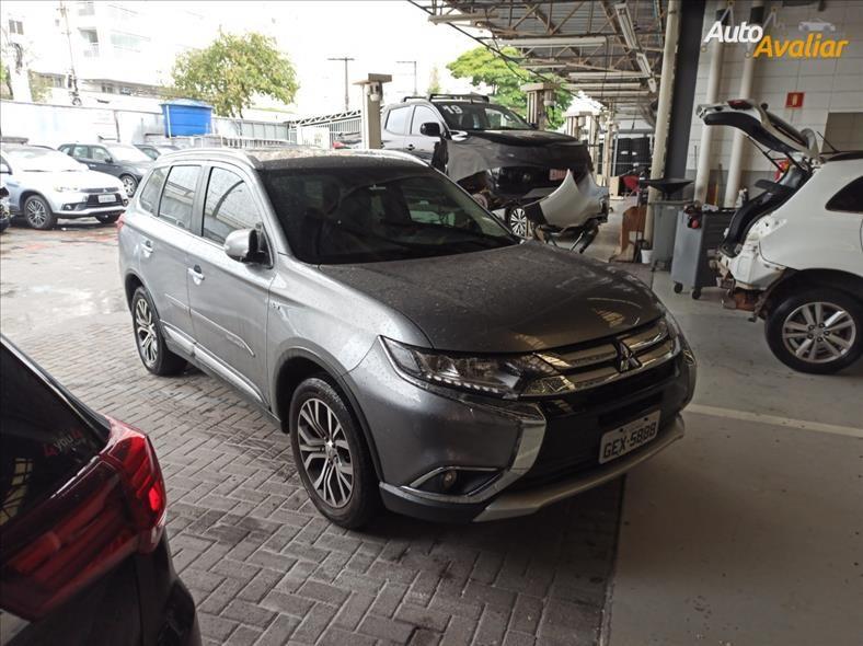 //www.autoline.com.br/carro/mitsubishi/outlander-30-v6-gt-24v-gasolina-4p-4x4-automatico/2018/sao-paulo-sp/15893734