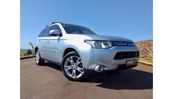 //www.autoline.com.br/carro/mitsubishi/outlander-20-16v-gasolina-4p-automatico/2014/itapiranga-sc/6935081