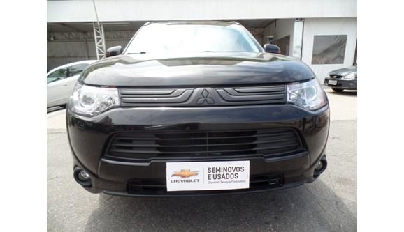 //www.autoline.com.br/carro/mitsubishi/outlander-30-gt-24v-gasolina-4p-automatico-4x4/2014/sao-paulo-sp/6947831