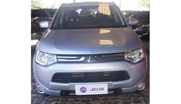 //www.autoline.com.br/carro/mitsubishi/outlander-20-16v-gasolina-4p-automatico/2015/teresina-pi/6954972