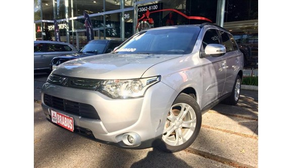 //www.autoline.com.br/carro/mitsubishi/outlander-20-16v-gasolina-4p-automatico/2014/sao-paulo-sp/6998504