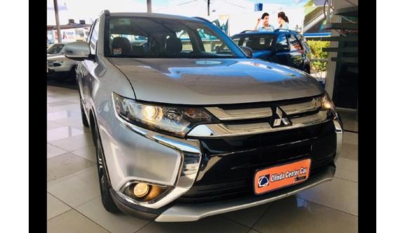 //www.autoline.com.br/carro/mitsubishi/outlander-20-16v-4x2-cvt-160cv-4p-gasolina-automatico/2016/recife-pe/7504315