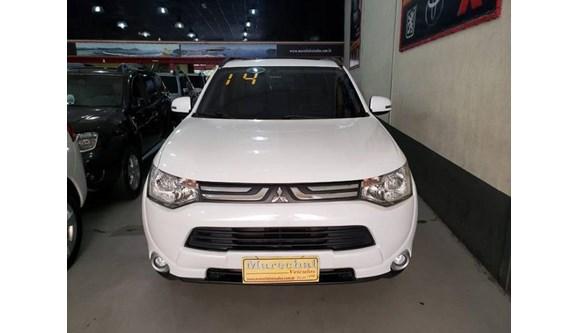//www.autoline.com.br/carro/mitsubishi/outlander-30-gt-24v-gasolina-4p-automatico-4x4/2014/niteroi-rj/8194769