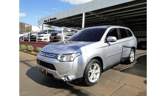 //www.autoline.com.br/carro/mitsubishi/outlander-20-16v-gasolina-4p-automatico/2014/ribeirao-preto-sp/4925446