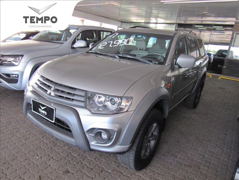 //www.autoline.com.br/carro/mitsubishi/pajero-32-outdoor-16v-diesel-4p-automatico-4x4-turbo/2017/valinhos-sp/13129235