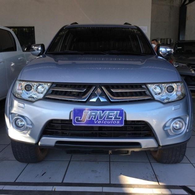 //www.autoline.com.br/carro/mitsubishi/pajero-dakar-32-16v-diesel-4p-4x4-turbo-automatico/2014/fortaleza-ce/12076447