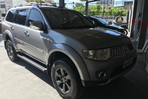 //www.autoline.com.br/carro/mitsubishi/pajero-dakar-32-hpe-16v-diesel-4p-4x4-turbo-automatico/2013/aracaju-se/14309845