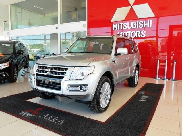 //www.autoline.com.br/carro/mitsubishi/pajero-full-32-16v-diesel-4p-automatico-4x4-turbo-interco/2020/montes-claros-mg/12051980