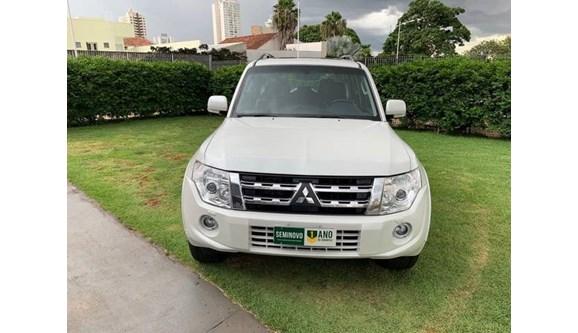 //www.autoline.com.br/carro/mitsubishi/pajero-full-32-hpe-16v-diesel-4p-automatico-4x4-turbo-int/2013/goiania-go/7948087