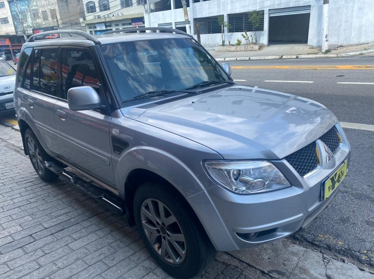 //www.autoline.com.br/carro/mitsubishi/pajero-tr4-20-16v-flex-4p-manual/2015/sao-paulo-sp/14729705