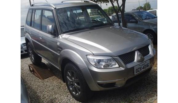 //www.autoline.com.br/carro/mitsubishi/pajero-tr4-20-16v-flex-4p-automatico/2015/brasilia-df/9902775