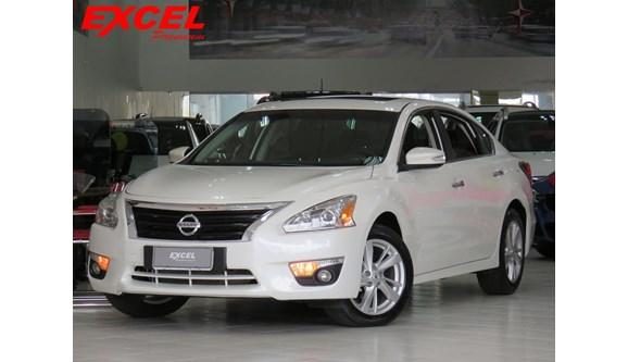 //www.autoline.com.br/carro/nissan/altima-25-sl-16v-gasolina-4p-automatico/2014/curitiba-pr/6925873