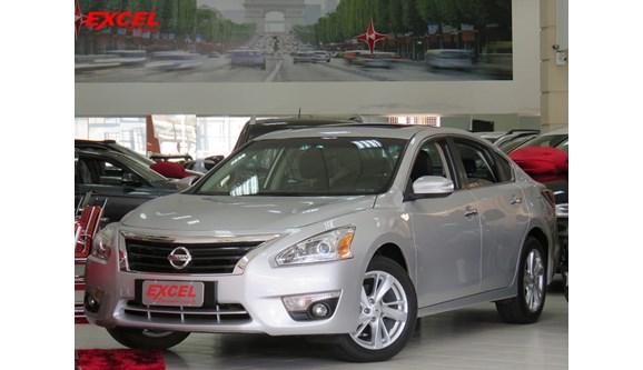 //www.autoline.com.br/carro/nissan/altima-25-sl-16v-gasolina-4p-automatico/2014/curitiba-pr/8116279
