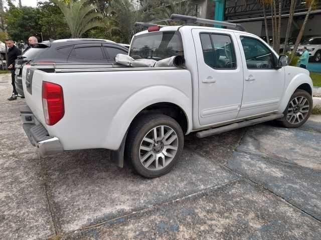 //www.autoline.com.br/carro/nissan/frontier-25-cd-sl-16v-diesel-4p-4x4-turbo-automatico/2015/sao-paulo-sp/15905540
