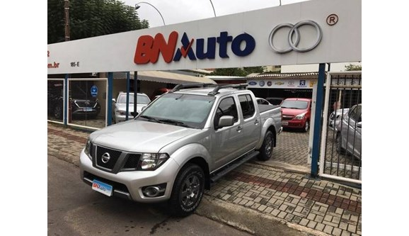 //www.autoline.com.br/carro/nissan/frontier-25-sv-attack-16v-diesel-4p-manual-4x4-turbo-i/2015/chapeco-sc/8412141