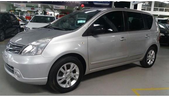 //www.autoline.com.br/carro/nissan/livina-18-s-16v-flex-4p-automatico/2013/salvador-ba/5741364