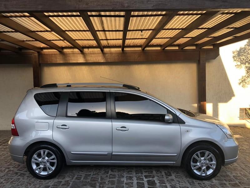 //www.autoline.com.br/carro/nissan/livina-18-s-16v-flex-4p-automatico/2014/porto-alegre-rs/13089057