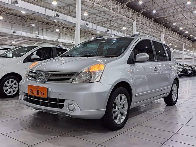 //www.autoline.com.br/carro/nissan/livina-18-s-16v-flex-4p-automatico/2014/blumenau-sc/14962731