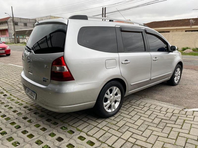 //www.autoline.com.br/carro/nissan/livina-18-sl-16v-flex-4p-automatico/2013/curitiba-pr/15832649
