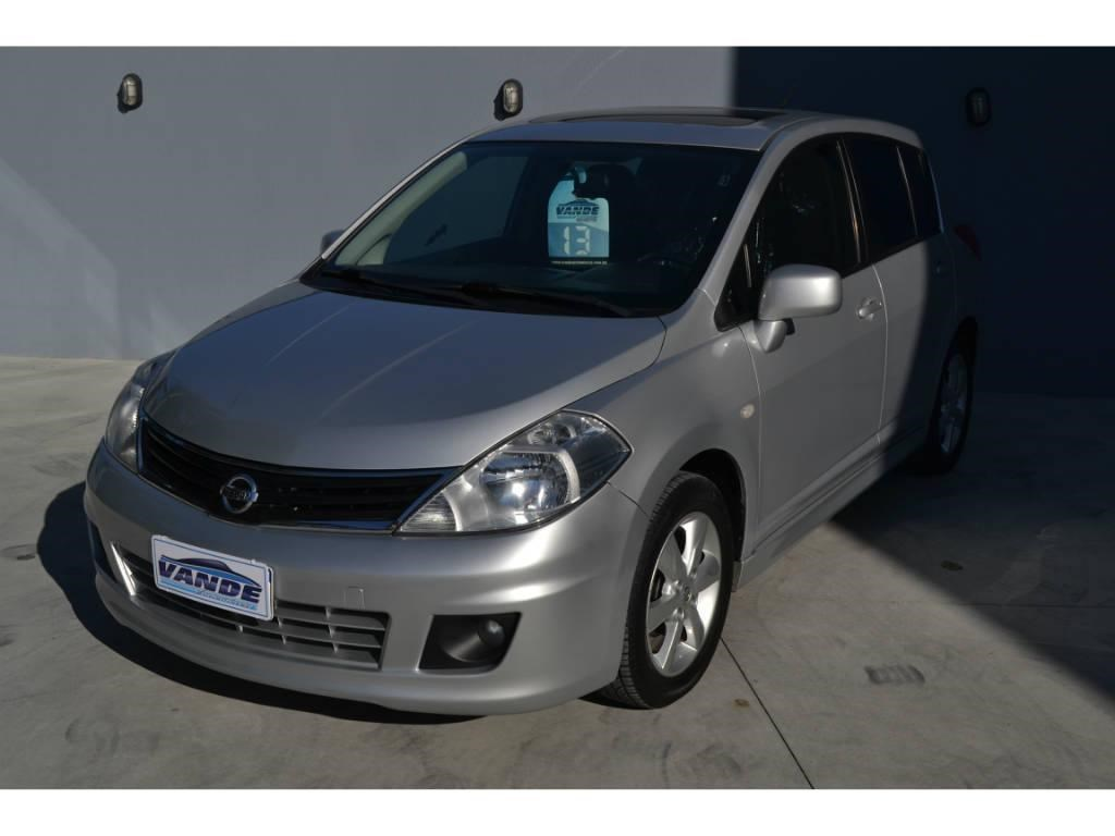 //www.autoline.com.br/carro/nissan/tiida-18-hatch-sl-16v-flex-4p-automatico/2013/joinville-sc/14772101