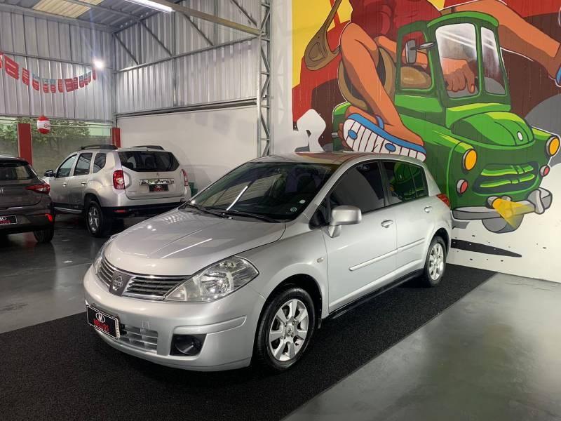//www.autoline.com.br/carro/nissan/tiida-18-hatch-s-16v-flex-4p-automatico/2010/joinville-sc/15767716