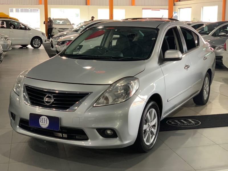 //www.autoline.com.br/carro/nissan/versa-16-sl-16v-flex-4p-manual/2013/curitiba-pr/12475558