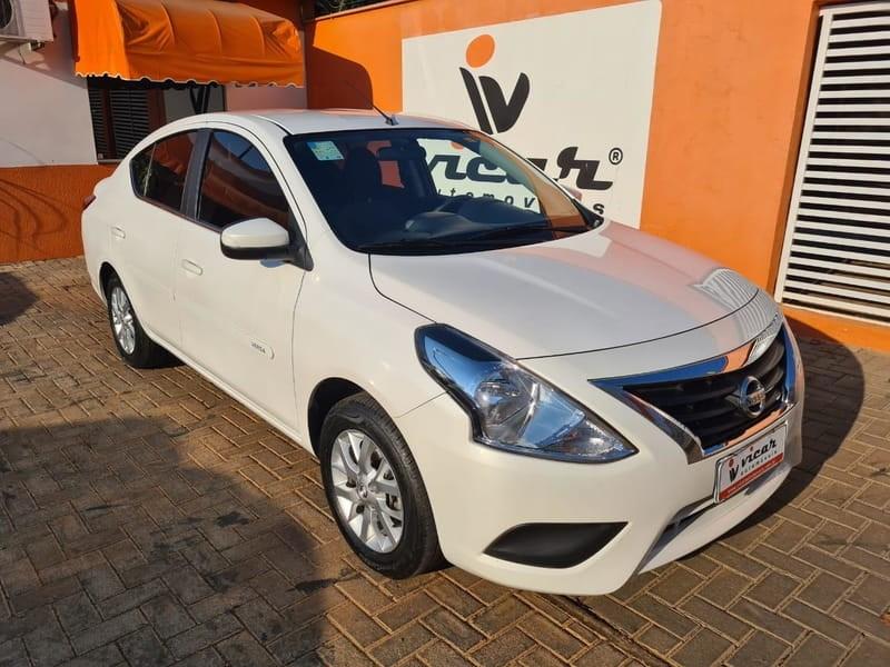 //www.autoline.com.br/carro/nissan/versa-16-sv-16v-flex-4p-automatico/2018/brasilia-df/12527169