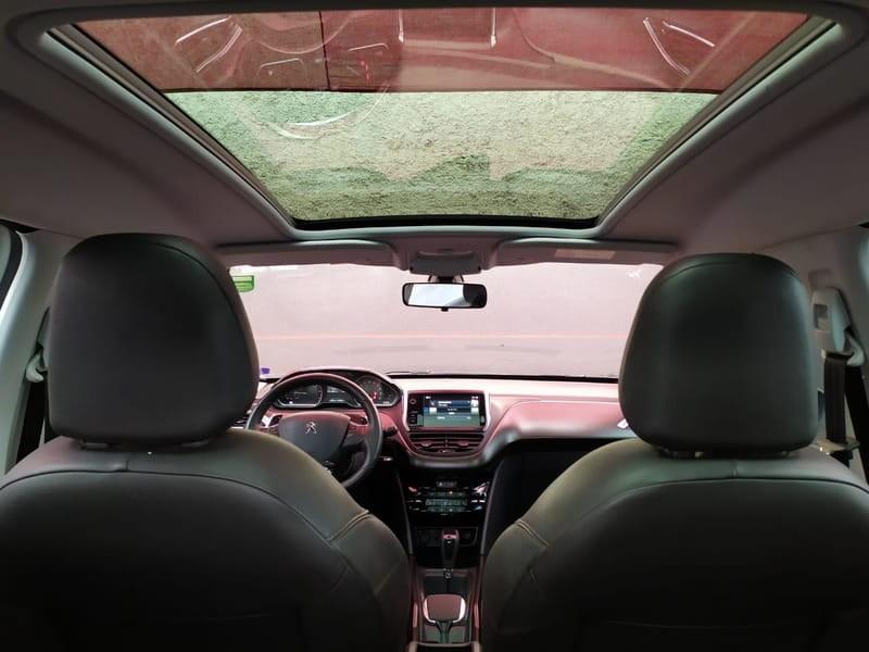 //www.autoline.com.br/carro/peugeot/2008-16-griffe-16v-flex-4p-automatico/2017/curitiba-pr/13061936