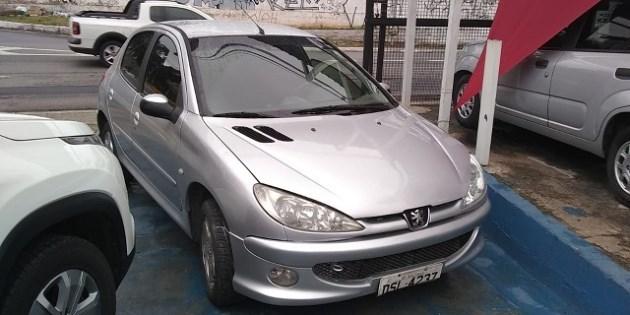 //www.autoline.com.br/carro/peugeot/206-14-hatch-feline-8v-80cv-4p-flex-manual/2006/sao-paulo-sp/11748514