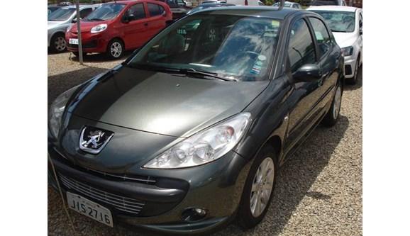 //www.autoline.com.br/carro/peugeot/207-16-xs-16v-flex-4p-automatico/2011/brasilia-df/9902784
