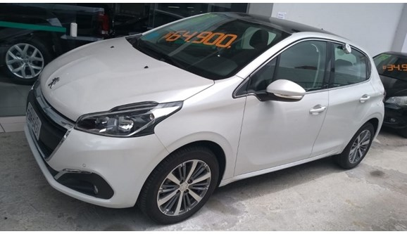 //www.autoline.com.br/carro/peugeot/208-16-griffe-16v-flex-4p-automatico/2018/sao-paulo-sp/6978310