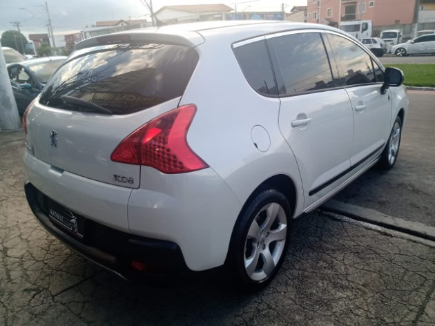 //www.autoline.com.br/carro/peugeot/3008-16-allure-16v-gasolina-4p-automatico/2014/taubate-sp/10927371