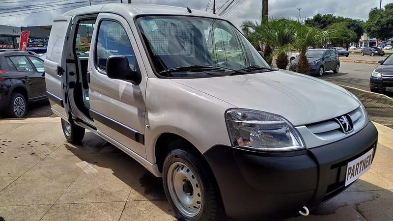//www.autoline.com.br/carro/peugeot/partner-16-16v-furgao-flex-4p-manual/2021/brasilia-df/12694417