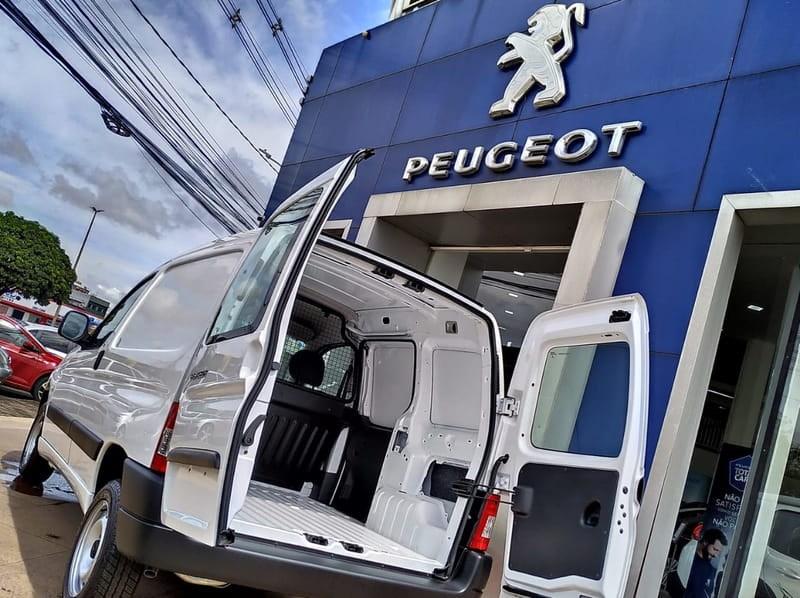 //www.autoline.com.br/carro/peugeot/partner-16-16v-furgao-flex-4p-manual/2021/brasilia-df/12694464