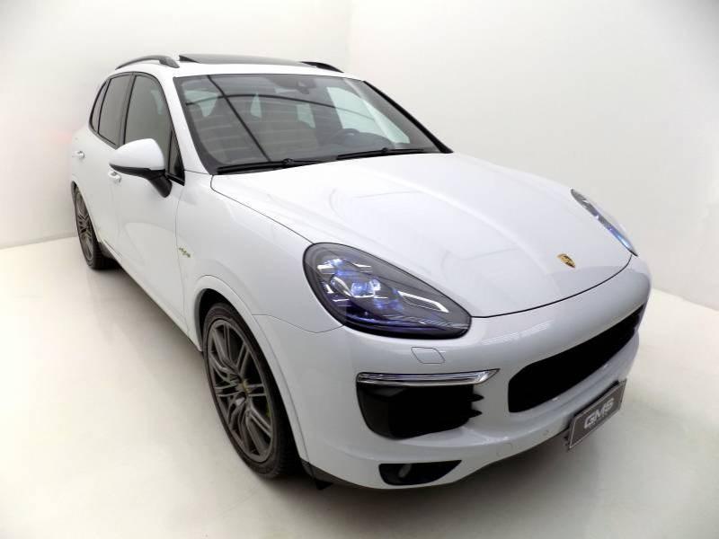 //www.autoline.com.br/carro/porsche/cayenne-30-s-e-hybrid-platinum-edition-24v-flex-4p-4x/2018/sao-jose-sc/14779370