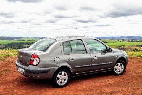 //www.autoline.com.br/carro/renault/clio-16-sedan-privilege-16v-gasolina-4p-manual/2005/curitiba-pr/15663744