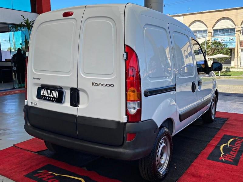 //www.autoline.com.br/carro/renault/kangoo-16-8v-flex-2p-manual/2018/curitiba-pr/15871951