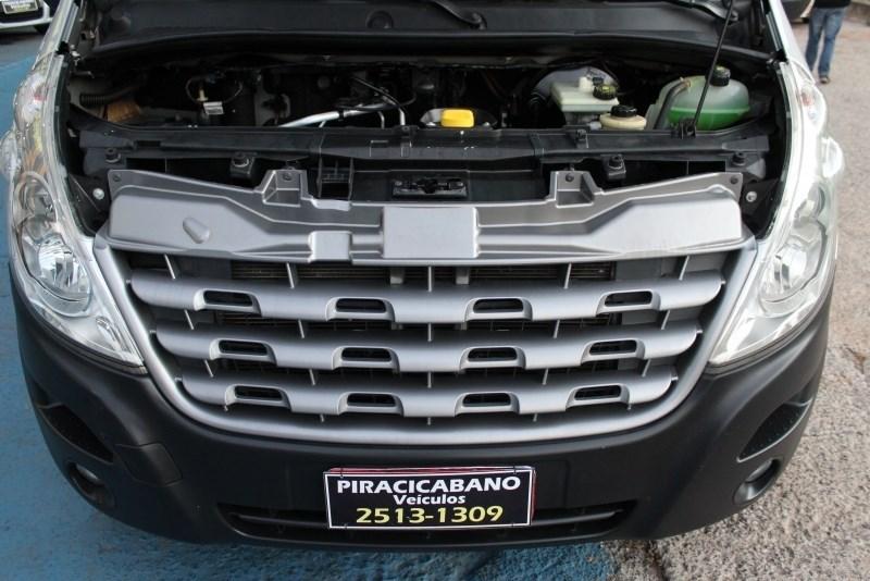 //www.autoline.com.br/carro/renault/master-23-l3h2-dci-16v-16lug-luxo-130cv-2p-diesel-ma/2015/campinas-sp/12462694
