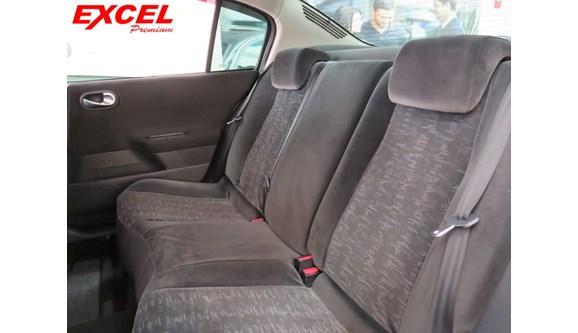 //www.autoline.com.br/carro/renault/megane-20-dynamique-16v-sedan-gasolina-4p-automatico/2009/curitiba-pr/8308313