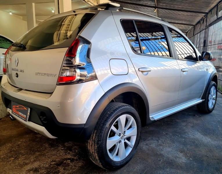 //www.autoline.com.br/carro/renault/sandero-16-stepway-16v-flex-4p-automatico/2012/brasilia-df/14581681