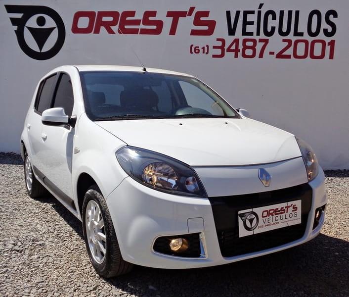 //www.autoline.com.br/carro/renault/sandero-16-privilege-8v-flex-4p-manual/2014/brasilia-df/9459330