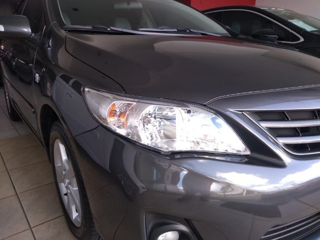 //www.autoline.com.br/carro/toyota/corolla-20-xei-16v-153cv-4p-flex-automatico/2014/dracena-sp/11515102