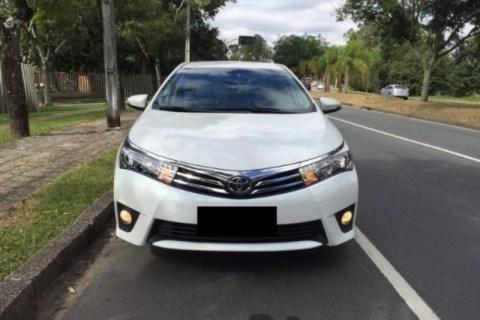 //www.autoline.com.br/carro/toyota/corolla-20-altis-16v-flex-4p-automatico/2015/lorena-sp/13886120