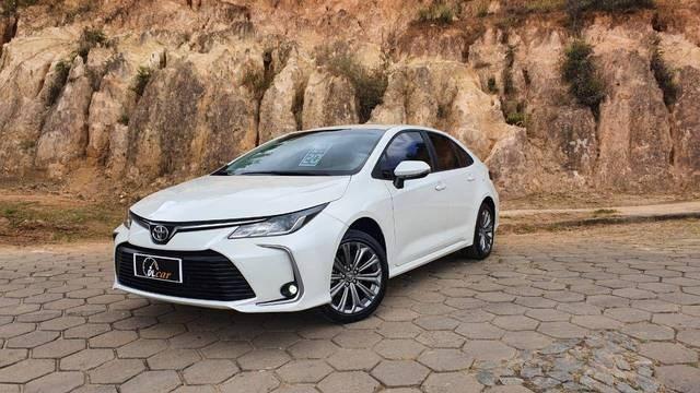 //www.autoline.com.br/carro/toyota/corolla-20-xei-16v-flex-4p-automatico/2020/bicas-mg/14473385