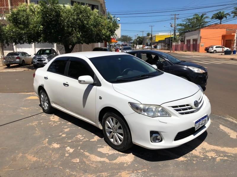 //www.autoline.com.br/carro/toyota/corolla-20-altis-16v-flex-4p-automatico/2013/campo-grande-ms/14636605