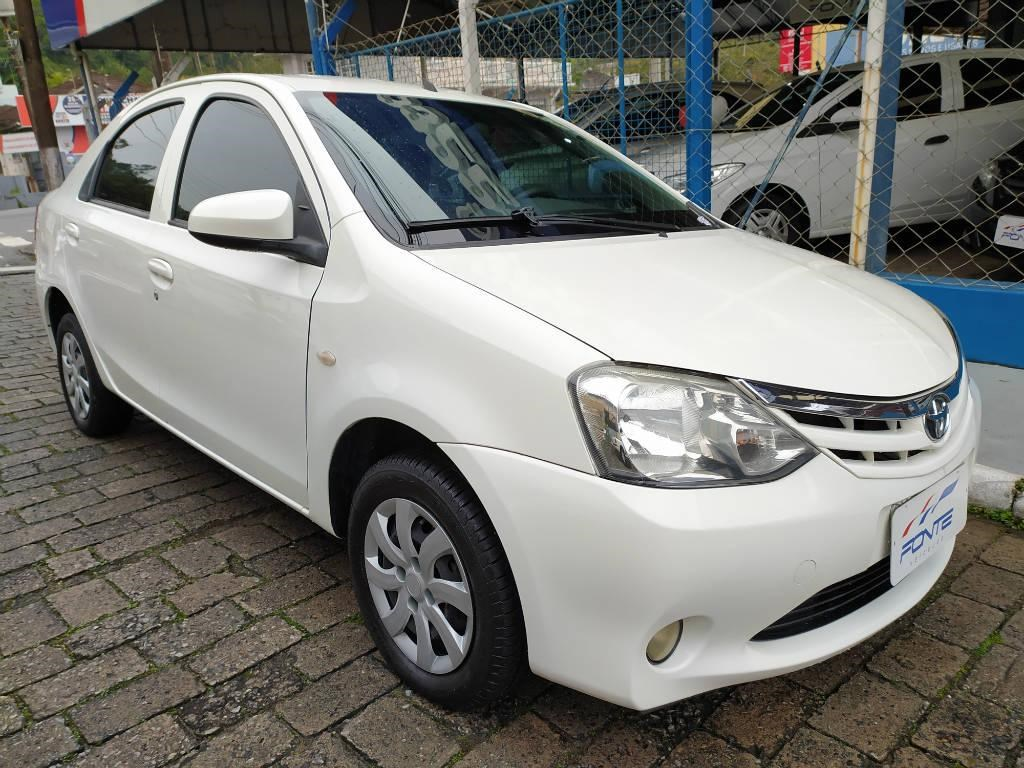 //www.autoline.com.br/carro/toyota/etios-15-x-16v-sedan-flex-4p-manual/2014/blumenau-sc/11729168