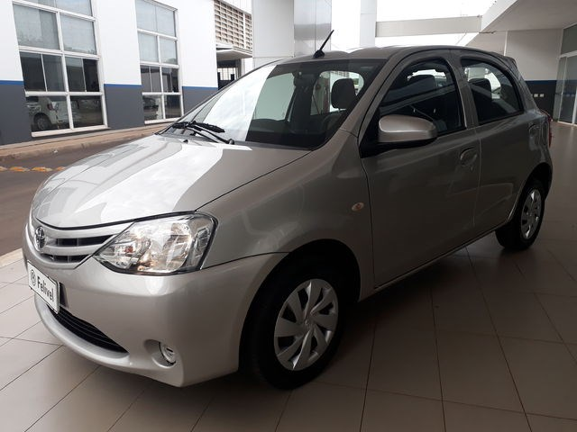 //www.autoline.com.br/carro/toyota/etios-13-x-16v-flex-4p-automatico/2017/bauru-sp/11942466
