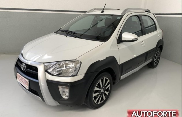 //www.autoline.com.br/carro/toyota/etios-15-cross-16v-flex-4p-automatico/2018/maceio-al/11951504