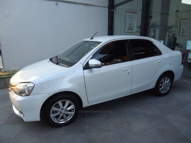 //www.autoline.com.br/carro/toyota/etios-15-sedan-xls-16v-flex-4p-automatico/2017/caxias-do-sul-rs/11964871
