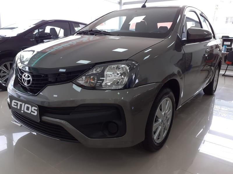 //www.autoline.com.br/carro/toyota/etios-15-x-plus-16v-sedan-flex-4p-manual/2020/brasilia-df/11995768